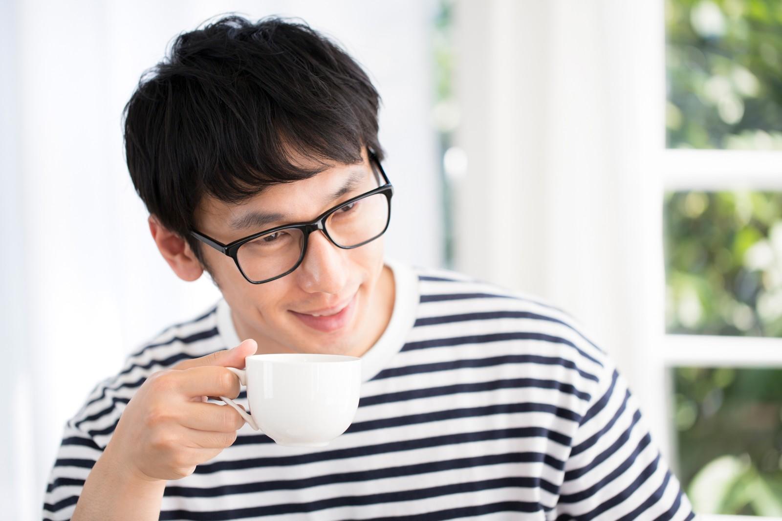 コーヒーを飲む