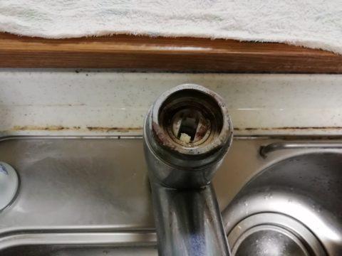 シングル混合栓 レバーを外した後の状態