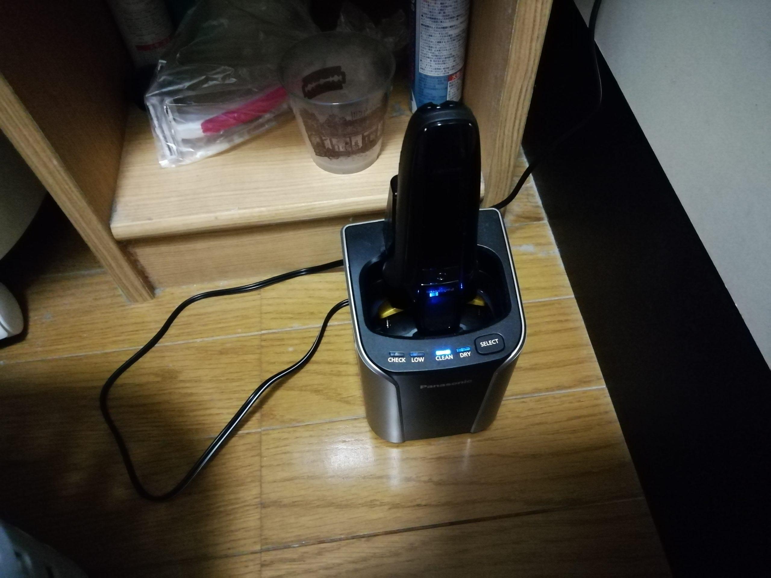 PanasonicのES-ELV7Eを充電・洗浄